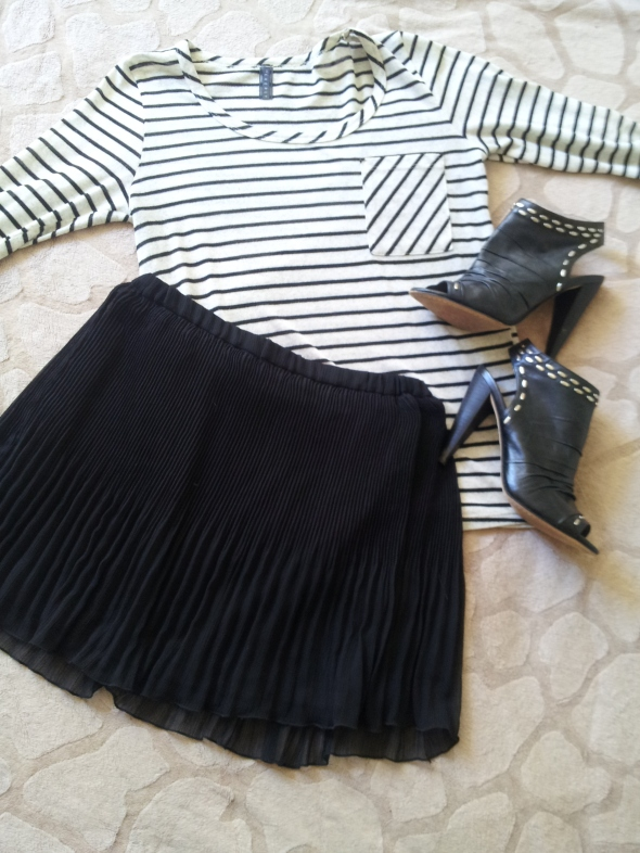 245116b01a ... hyperlinks: Striped Pocket Sweater – Everyly via the seriously adorable  North Beach boutique Annabella's, Pleated Black Mini – Zara & Studded  Peep-Toe ...